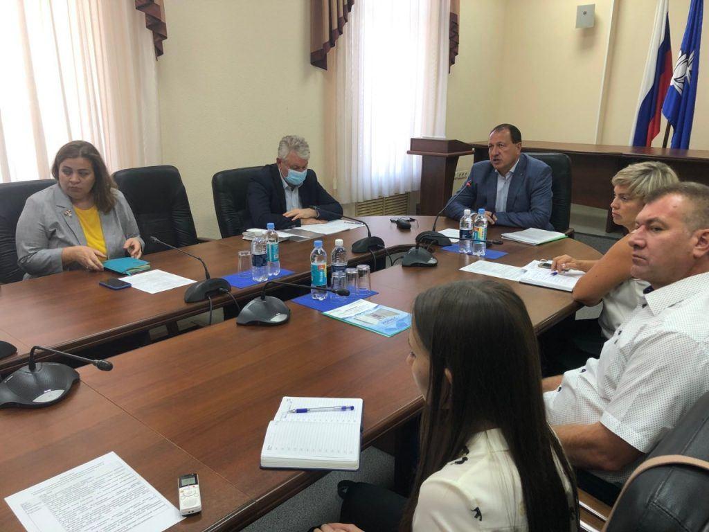 В Самарской области прошло совещание на тему загрязнения атмосферного воздуха и влияние качества воздуха в округе на социально-экономическую ситуацию.